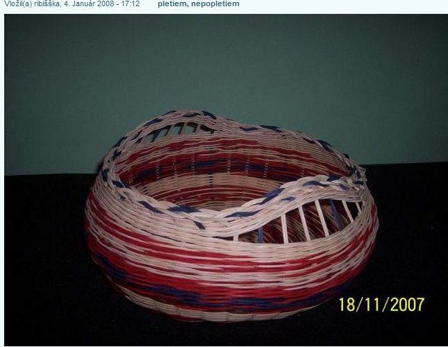 88a222c5f Ako vidíte na obrázku, košík je veľký a čo na fotke nevidno, je pri svojej  veľkosti labilný. Keď som ho začala pliesť, ani náhodou som netušila, že  dno, ...